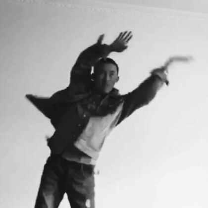 很正经的跳个舞,千万别掉粉啊😁😁😁samsara#最火电音舞samsara##舞蹈#@搞笑视频全集🈴 @全球搞笑视频榜 @疯狂搞笑视频