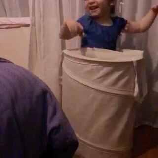 一个脏衣服篮都能玩得这么疯🤣🤣🤣#宝宝#