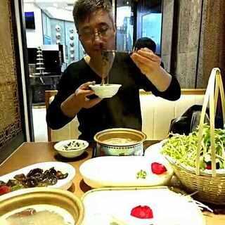 #吃秀##美拍小助手##热门#和东哥吃火锅😘😘😘😘👄👄🌹🌹🌹🌹🌹🌹