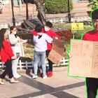 你会拥抱一个艾滋病人吗?中国街头测试!#5分钟美拍#