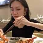 据说现在吃海鲜会涨粉~ #热门##吃秀#