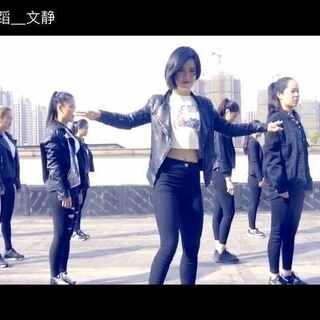 这次的#舞蹈#是最近#向往的生活#里超级火的Henry刘宪华的歌🎵:Trap,他唱这个歌的时候我还不太知道他😂依然是改编的舞蹈哦,#敏雅音乐#@敏雅可乐 这个歌是不是也够老了😜大家快来围观,接受表白哦✌☺@郑州皇后舞蹈 @美拍小助手