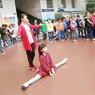 #舞蹈#为六一准备排练中,老师刚教这些动作,跳的还不是很完美。勤奋宝贝们你们最棒哒!老师,#宝宝#们辛苦了#张佳琦#