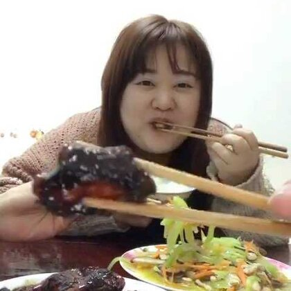 上海的糖醋排骨真的是一绝!想吃吗?想吃就来找我😂点赞评论关注抽三名送红包18.88!#吃秀##美食#
