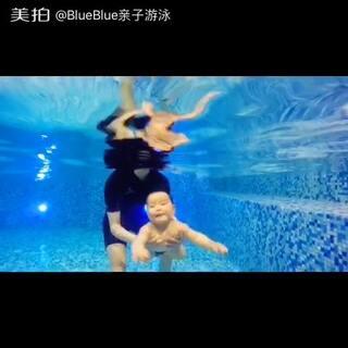 #blue宝宝游泳#墨墨宝贝五节课时秒潜视频拍摄成功🎉🎉🎉,接下来要训练长秒数潜水喽,加油,宝贝~😘😘😘