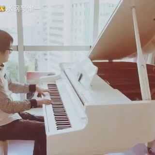 #音乐##原创音乐##即兴钢琴#男知音翻弹我的原创《HappyParty》,加了一个万能的柔情前奏😀不一样的感觉🎵@star三水