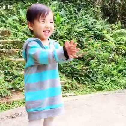有其父必有其女,就這樣沒人逼她....2歲的姍姍主動要求爬了5趟..搞的麻麻陪著開心但也挺累的...而我挺高興的..因為主要想訓練麻麻,當一名資深有智慧的教練,就是要懂得運用周遭的人,事,物來達到訓練其目的!@江苏卫视减出我人生 總教練的位置可不是隨便誰能當的呀!