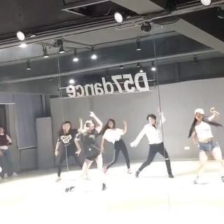 #舞蹈# 就在武汉待一天也要去上Bada女神的课😌