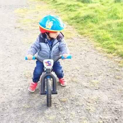 #随手美拍#2岁8个月宝贝 训练骑自行车