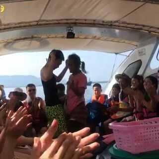 导游看中了姐妹的男朋友 一整天特殊照顾大合集哈哈哈哈#泰国之旅##泰国普吉岛##泰国斯米兰岛#@美拍小助手