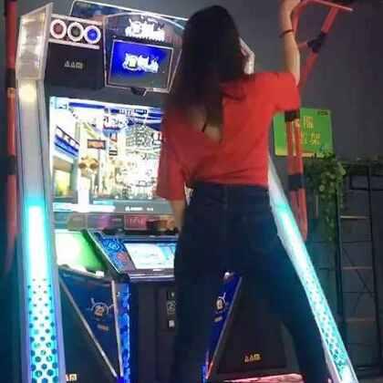 最近#抽烟舞#火遍大江南北,顺便来参加个#e舞网红#的比赛。毕竟跳舞机,#舞蹈#动作方位还是有些局限的😬另外!喜欢的快快赞❤起来!!这是比赛啦,需要你们的赞@e舞成名官方 @美拍小助手 微信358426908 来这里找我👉http://weibo.com/nana7654321