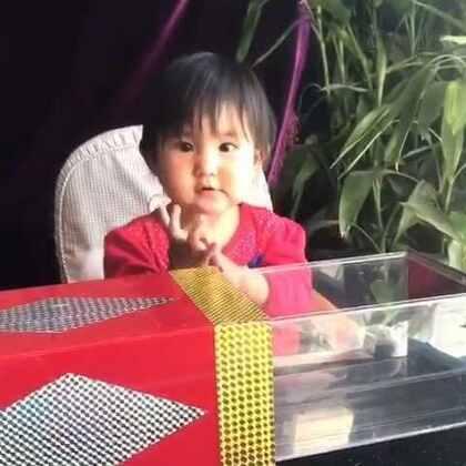 小魔术~变出一支小鸡🐔。亮眼睛#宝宝##魔术#
