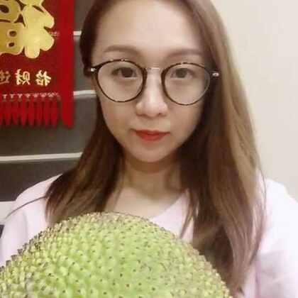 吃菠萝蜜啦 真的超级爱吃菠萝蜜和榴莲😋希望亲们多多支持点赞哦 谢谢啦#吃秀##水果##菠萝蜜#🌸