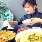 土豆饼.豆角炖肉.#美食##地方美食##地方美食:东北#