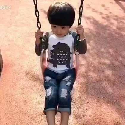 #年 三岁##年年说话##宝宝#今天带年年看了一所幼儿园,整体还比较满意,年年自己也觉得挺好。一进小班参观,就被一个小男生摸了脸搂了腰,还想要他去家里玩😂