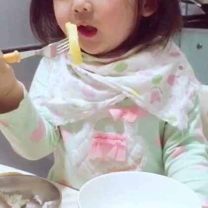 #吃秀##宝宝#披头散发次菠萝🍍!😆