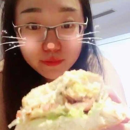 #吃秀##早餐# 减肥继续~老头一早就起来给做汉堡吃,好姓胡~