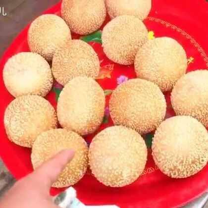 #美食#今天跑去庙会看戏了,吃了麻圆油馍,还有家乡特色小吃凉粉儿。