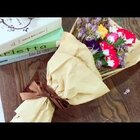 DIY纸巾康乃馨🌸材料:纸巾、马克笔、皱纹纸、花杆、线、热熔胶。5月的第二个星期日是母亲节,你为妈妈#diy母亲节礼物#了吗?康乃馨作为#母亲节自制手工礼物#再合适不过了。一起来动手试试吧~大家也可以关注下我的日常小号@晶晶xJane