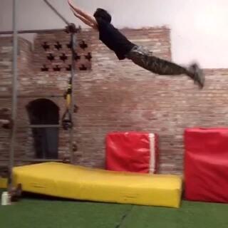 训练视频。#运动##我要上热门##跑酷训练#