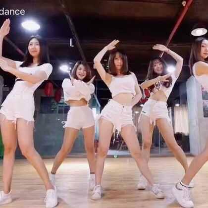✨歌曲:AOA-《get out》✨久不更新,今天带来一个高质量的女团舞蹈#舞蹈#活泼的曲风,可爱的动作,变幻莫测的队形,你可喜欢?听说点赞的宝宝都变美了哦😘#敏雅音乐#@敏雅可乐 #我要上热门#@美拍小助手