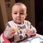 滿臉餅乾😂😂😂 #男寶寶8個月大#
