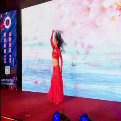 #舞蹈##肚皮舞#2017四川大学江苏校友会年会 99级新闻系校友节目:肚皮舞《凉凉》#音乐#