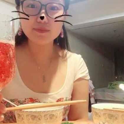 #吃秀# 饺子,寿司,香槟,张医生给我补过生日啦