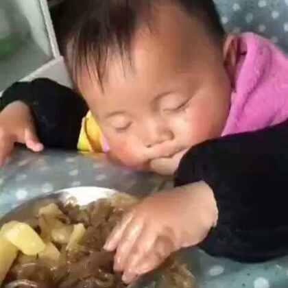 宝宝好困,但是宝宝还饿π_π😂