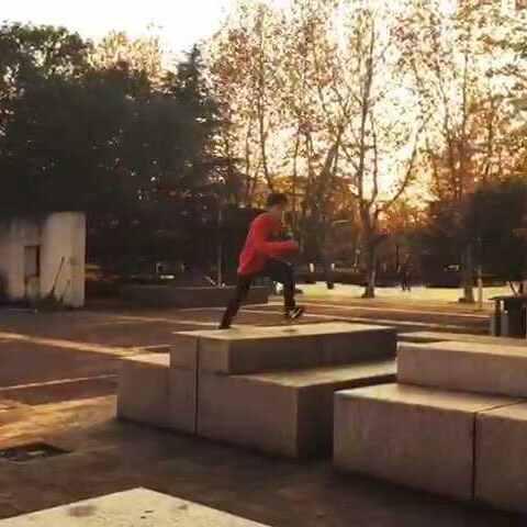 【薛伟豪美拍】#运动##跑酷#这是在苏州拍的视频...