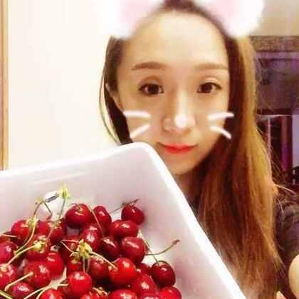 吃大樱桃啦😬真的太甜了!希望亲们多多支持点赞哦 谢谢啦😊#吃秀##吃水果##热门#