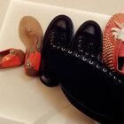 直播不知道怎么没保存,根据这条来转发评论吧,各抽一名,一共两名送新的鞋子!