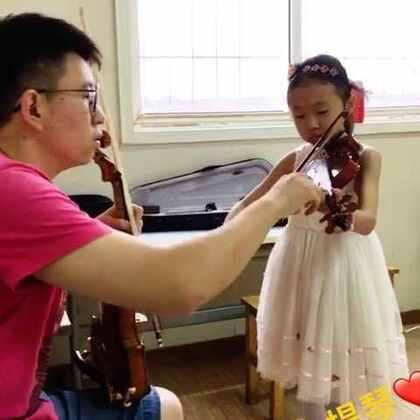 🚺我跟房老师❤️学小提琴❤️#随手美拍##乐器##乐器小提琴##美拍小助手##趣味小魔术#…许多孩子们最喜欢乐器之一【小提琴】她能带给大家许多欢笑和快乐…其实我也很喜欢小提琴…请你观看分享【跟着房老师❤️学小提琴❤️…