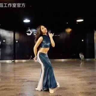 导师 小慧舞姿,美貌,身材都不想再评论你啦😍词穷了#肚皮舞##pop song##舞蹈#@泫舞小雪 @泫舞舞蹈工作室-少儿 @九亿年U乐国际娱乐不,我不会任何人而难过