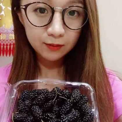 吃桑葚啦 很甜!😋希望亲们看完多多支持点赞哦 谢谢啦#吃秀##水果##热门#