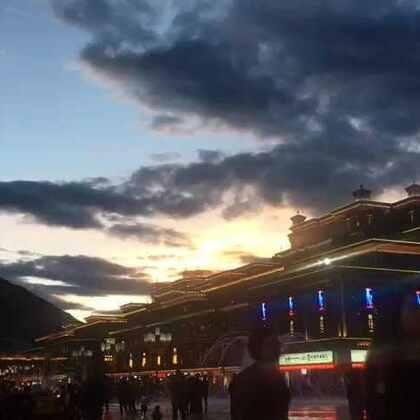 看完电影出来 发现今天的云可真美。拍了一组延时摄影,重点在云哦。#西藏昌都# 看在我这么努力的份上一定要好好欣赏哦。😘😘😘