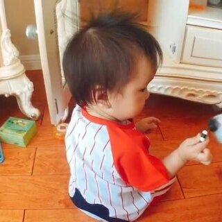 家里有个探索家、研究家!各个大小柜子掏出来研究一个遍!我只管静静的坐在边上😄#馒头12个月#+13#宝宝##馒头探索#