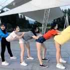 这群妹子在干嘛😱😱😱#我要上热门#@美拍小助手 @玩转美拍 Be alright-Ariana Grande#八点舞舞蹈工作室##大长腿女生#小帆帆躲在妹子们后面做什么呢🤔这边风景独好🤤偶遇广场舞大妈们,和大妈们一起共舞的彩蛋不容错过啊!更多#爵士舞##舞蹈#视频请继续关注#八点舞舞蹈工作室#哦!