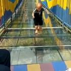 摩擦摩擦,在这光滑的玻璃上磨擦!😂