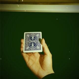 别说是剪辑 谁说是剪辑我就和他拼命#美拍小魔术##纸牌魔术##魔术表演#@美拍小助手 @美图手机 @美拍精彩合集 @美拍每日精选