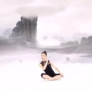 大家知道学舞最基础的就是#古典舞身韵#吗?今天周仙女教地面教学~大家准备好打卡了吗?#舞蹈##女神#@美拍小助手