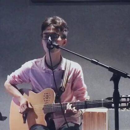 歌名:小半 #吉他弹唱##音乐##我要上热门#@美拍小助手