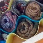 五分钟让衣柜变整齐!超简单的不织布收纳,放在衣柜的抽屉里,乱糟糟的袜子、内裤立马变得规规矩矩啦~材料:不织布,热熔胶。就这么简单~#手工##不织布diy##自制收纳盒#交流微信:xjane1117