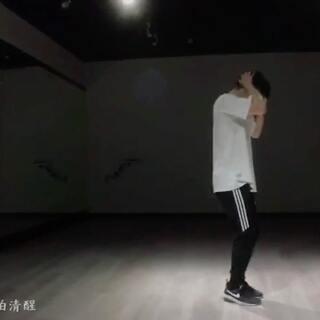 今年三月份第一次在成都看到这个舞的时候,就觉得一定要跳他。视频是很早以前拍的,本来说后面找时间补拍镜头,结果自己却把头发剃了。时隔一年再一次跳中文歌还是很有感触,现在想想还是六七年过得最轻松最简单。#林俊杰她说##舞蹈##绵阳安莱街舞#