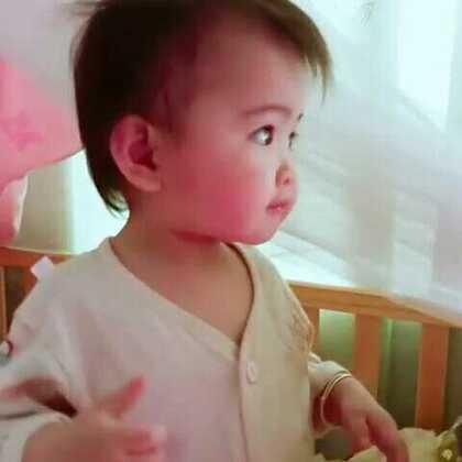 #宝宝##萌宝宝##可爱宝宝#吃一口香蕉好开心