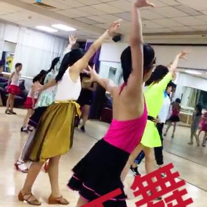 【拉丁舞】#随手美拍##少儿拉丁舞##美拍小助手##美拍小魔术#…朋友,你喜欢跳午吗?许多人都喜爱跳舞,特别是拉丁舞,跳起舞来开心快活,舞姿美⋯请你观看美拍【拉丁舞】⋯