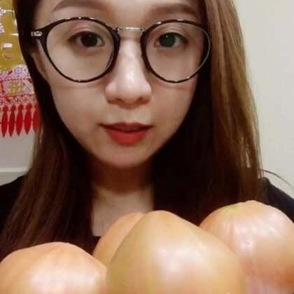 噶啦柿子 好像也叫草莓柿子 我也不知道具体什么品种 反正超级好吃😊希望亲们看完多多支持点赞哦 谢谢啦😊#吃秀##吃水果##热门#