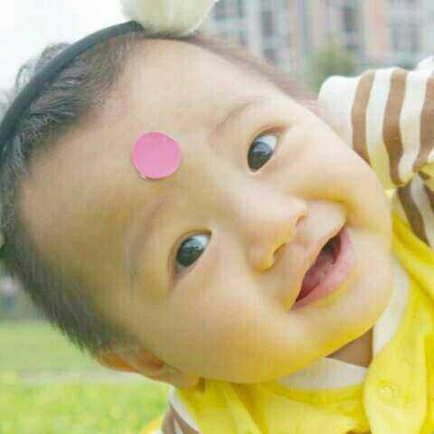 【蛋蔬夫妻美拍】#宝宝##吃秀##搞笑#乐乐长牙牙啦...