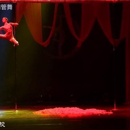 第七届中国钢管舞锦标赛新秀女子组冠军由宋瑶钢管舞学生张凯旋获得,同时获得最佳表演奖、最佳视觉奖。创造中国钢管舞赛事有史以来三奖获得者第一人。作品名【媚.倾城】。宋瑶作品。#舞蹈#