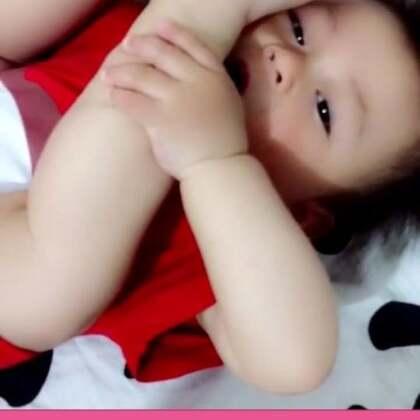 吃脚脚发现被偷拍还难为情😜😜😜😜😜😜#搞笑宝宝##宝宝吃脚##宝宝吃脚丫#